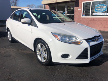 2013 FORD FOCUS SE Sedan - 6070 - Image 1